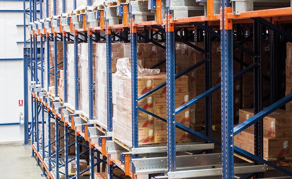 A Mecalux construiu um armazém autoportante com o sistema Pallet Shuttle semiautomático para a empresa farmacêutica peruana Medifarma