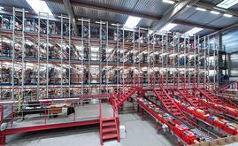 A Spartoo construiu uma grande instalação de picking com transportadores para manusear 10.000 pedidos por dia