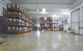 A Mecalux forneceu cinco sistemas de armazenagem que convivem em 4.500 m²