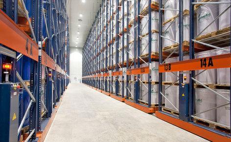Como colocar 11.000 paletes de dimensões especiais em 4.400 m2 graças às estantes móveis Movirack