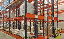 O operador seleciona o corredor de que necessita utilizar, de forma manual ou através de controle remoto