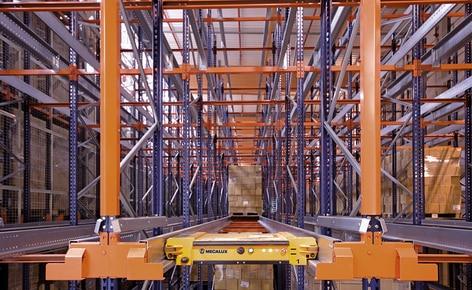 O sistema compacto Pallet Shuttle multiplica a eficiência do fornecimento de produtos sanitários
