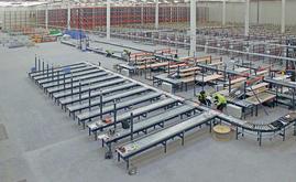 O armazém foi setorizado para poder trabalhar com a grande variedade de referências da empresa