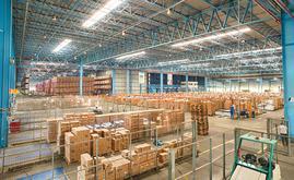 O armazém automático e autoportante da YPE com uma capacidade total de 24.168 paletes