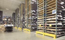 Interlake Mecalux sugeriu-lhe uma solução para gerenciar 50.000 rolos de tecido, alojados em estantes de mais de 9 m de altura