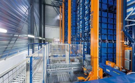 MGA dispõe de um eficiente armazém automático miniload acompanhado de estantes de paletização convencional