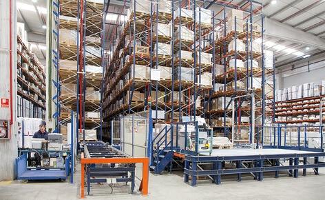 Mecalux otimiza o centro logístico da Industrias Cosmic em Barcelona com a construção de um armazém automático