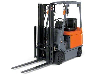 As empilhadeiras contrabalançadas são ideais para trabalhar tanto dentro como fora do armazém.