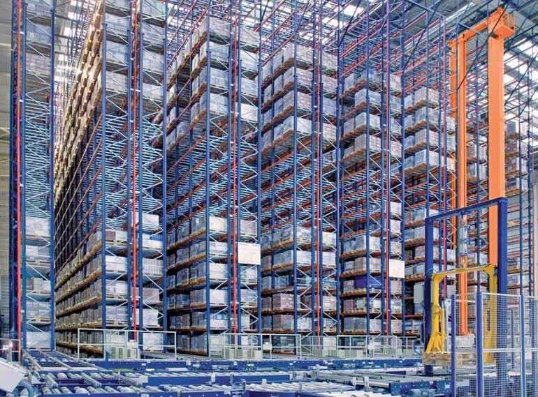 Estantes de simples profundidade em uma companhia do setor cerâmico para a construção.