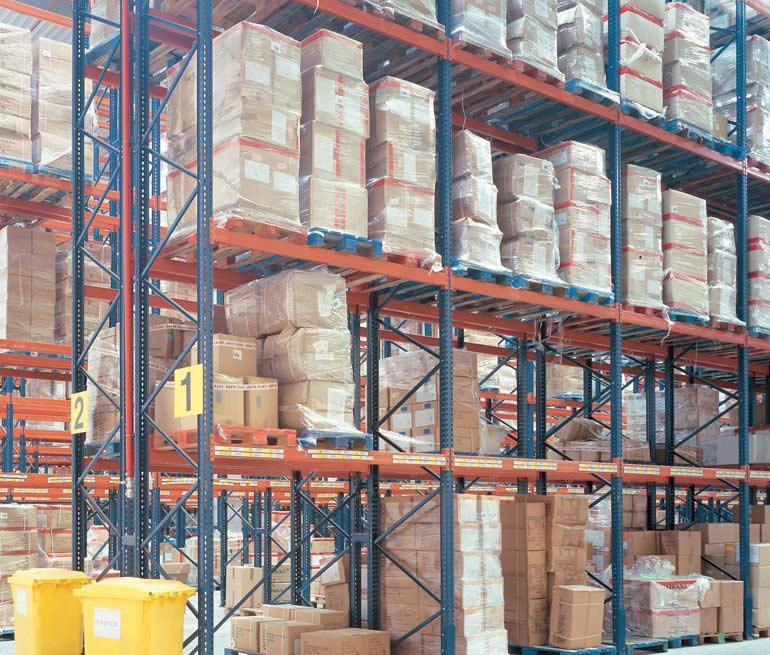 Armazém logístico e distribuição de produtos alimentícios.