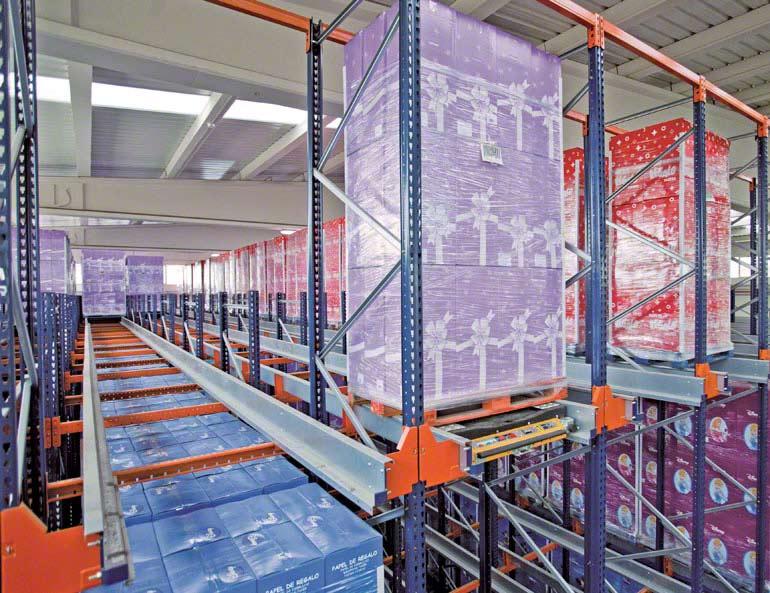 Sistema Pallet Shuttle instalado em uma empresa do setor de papel decorado para embrulho.