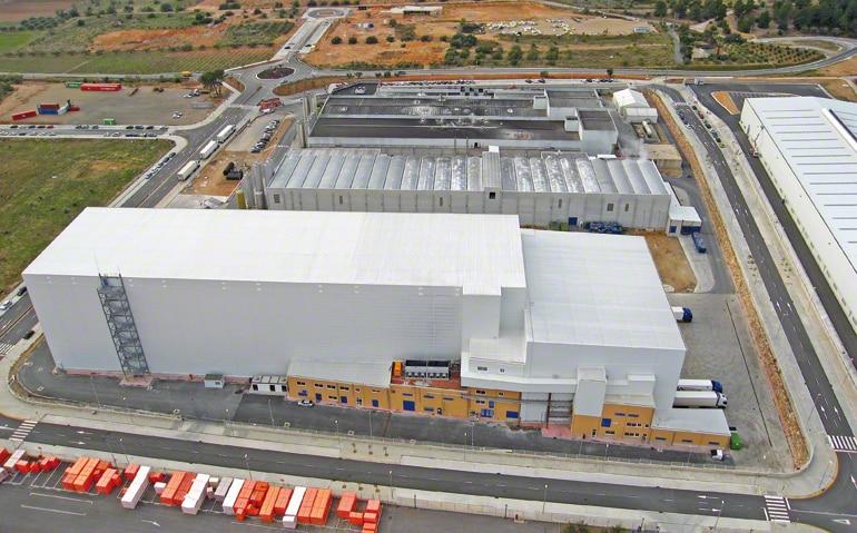 Armazém central dedicado à produção e distribuição de massas congeladas para o setor da alimentação.