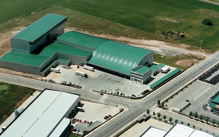 Armazém dedicado à logística de produtos alimentícios refrigerados e congelados.