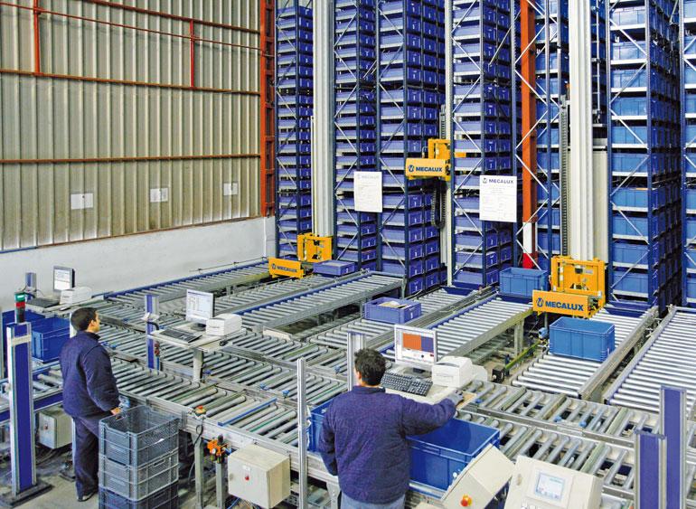 Armazém de itens pequenos dedicado às ferragens, fornecimento industrial, bricolagem e construção