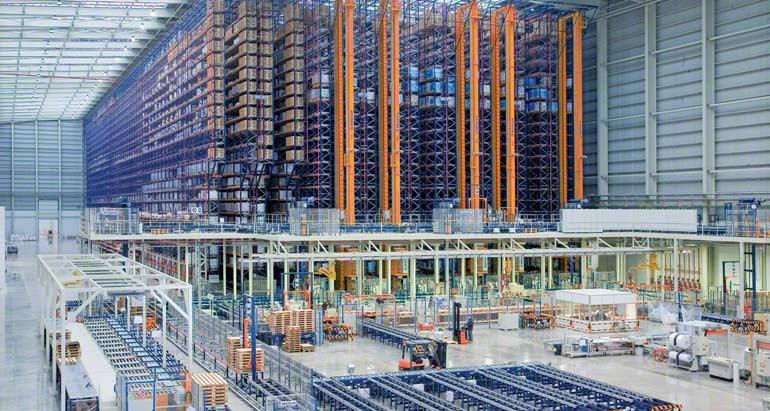 Armazém para empresa dedicada à comercialização de pavimentos e revestimentos cerâmicos.