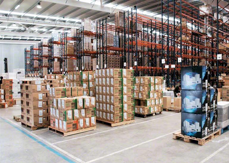 Armazém para empresa dedicada ao transporte urgente e distribuição