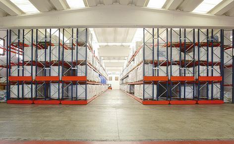 A Saccheria F.lli Franceschetti apostou nas estantes móveis Movirack da Mecalux para armazenar mais de 1.500 paletes
