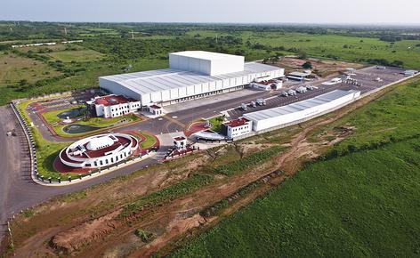 Sobre uma superfície total de 4.610 m2, a Mecalux construiu um armazém automático autoportante de aproximadamente 30 m de altura e uma capacidade para mais de 28.000 paletes