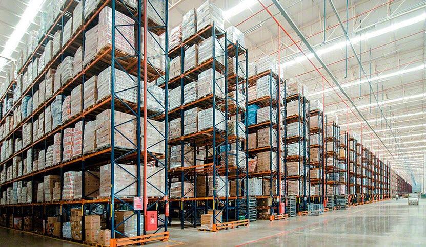 Capacidade de armazenagem e agilidade no novo armazém de Armazém Mateus