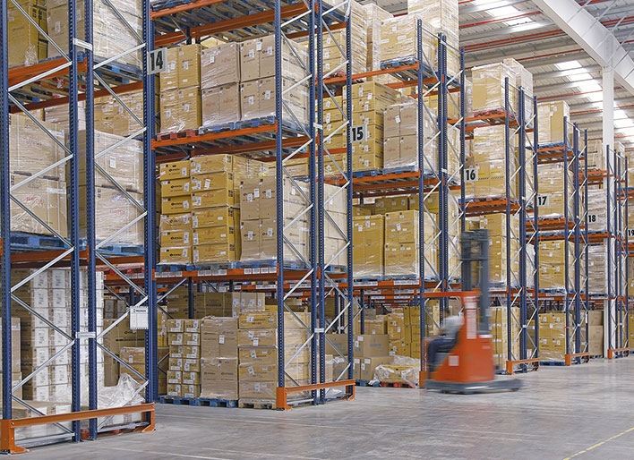 Dois sistemas de armazenamento no centro de distribuição da Eurofred na Espanha