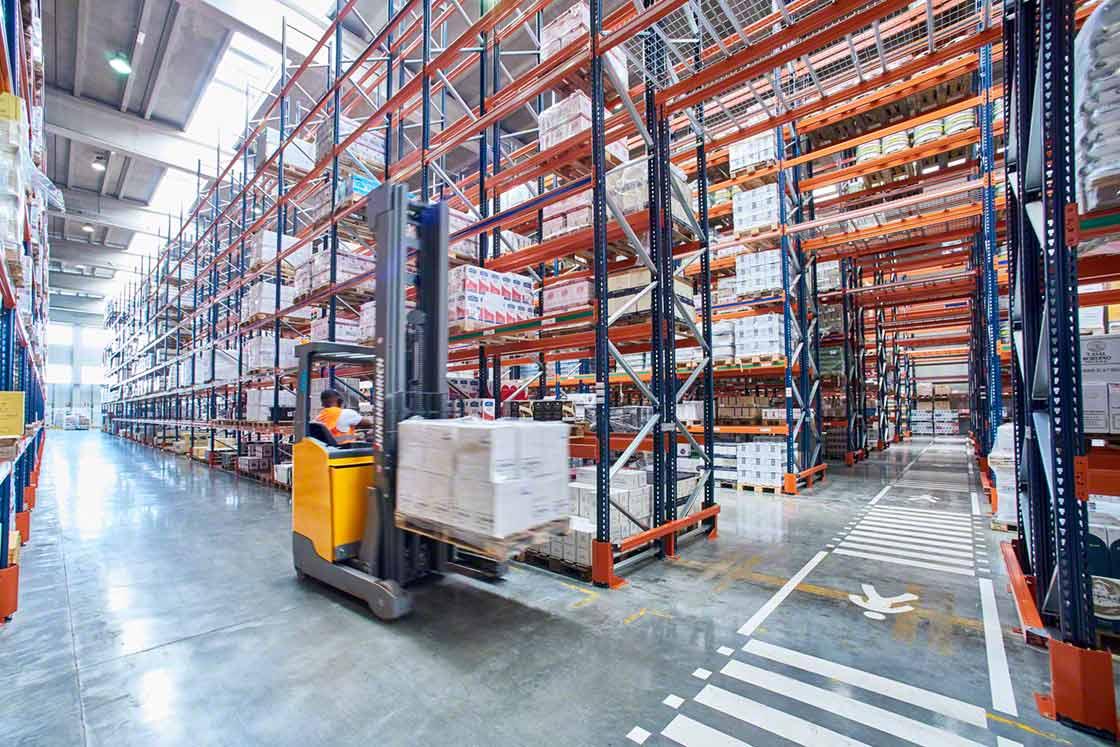 Un almacén con un suelo bien señalizado repercute en la seguridad de los operarios